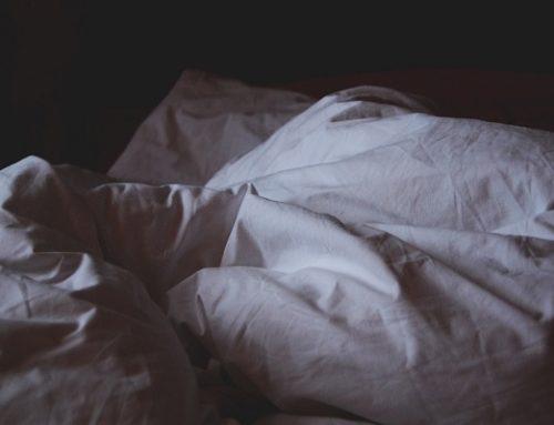 A proposito di isolamento sociale: il circolo vizioso tra carenza di sonno e senso di solitudine.
